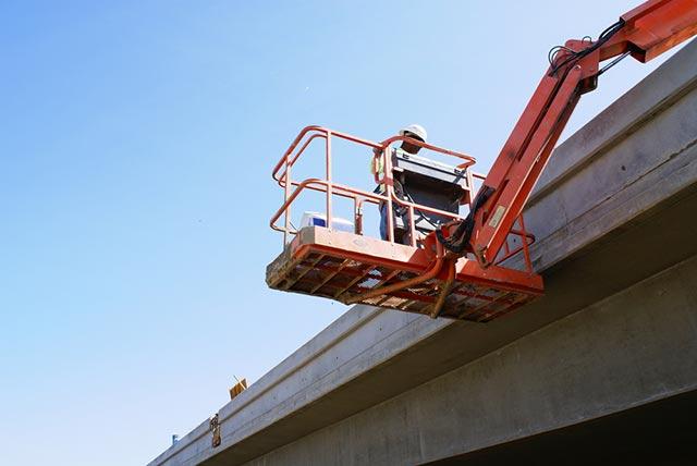 Hans-on bridge inspection.