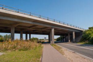 Beam bridge